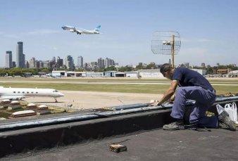 Detuvieron al piloto que interfirió la torre de control de Aeroparque