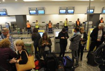 Conflicto gremial hizo que se cancelaran 214 vuelos de Aerolíneas Argentinas