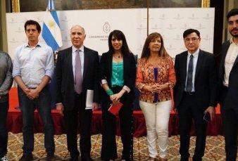 Ricardo Lorenzetti con Victoria Donda, Wado de Pedro, Gabriela Cerruti, Facundo Moyano, Jorge Fontevecchia y Víctor Santa María
