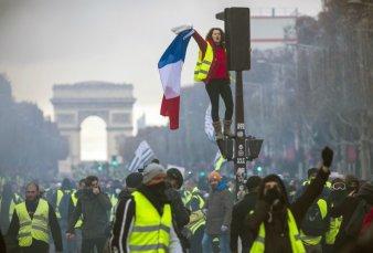 """Francia: los """"chalecos amarillos"""" no participarán del diálogo con el Gobierno"""
