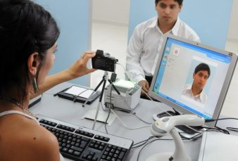 Para renovar el DNI, el pasaporte o el registro de conducir habrá que presentar el certificado de vacunación al día