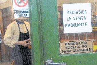 Quieren multar a los bares y restaurantes que sólo dejen usar el baño a sus clientes
