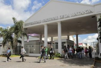Polémica por un curso de $ 60 mil para los alumnos que no hablan español