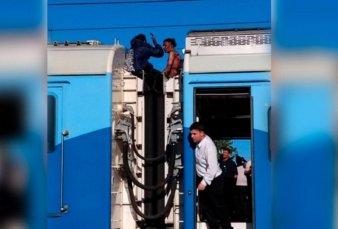Murió José Fonseca, uno de los jóvenes que recibió una descarga de 25 mil voltios por subirse arriba del techo del tren Roca