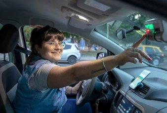 Cada vez más mujeres se suman como conductoras de taxis en la ciudad