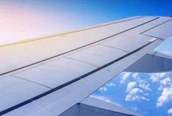 Prevén baja de 4% en precios de pasajes aéreos