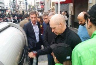 Instalan en la Avenida Corrientes contenedores de basura a prueba de cartoneros