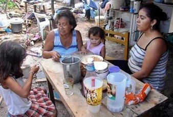 Una familia tipo necesitó en abril casi $29.500 para no ser pobre, $11.235 más que hace un año