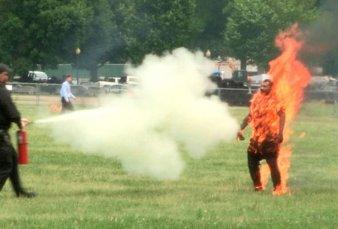 Muere el hombre que se prendió fuego frente a la Casa Blanca