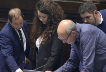 La Legislatura aprobó la licencia de Mosca y asumió una diputada de Insaurralde