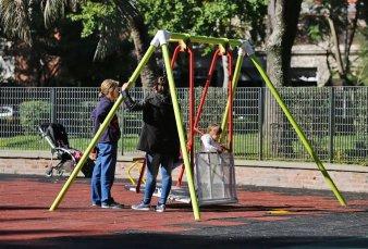 """Prohibirán fumar en los juegos infantiles de plazas y parques - Alberto Cormillot: """"Es una medida bastante avanzada"""""""