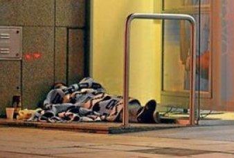 Más gente duerme en la calle en la Ciudad y, por el frío, ya hubo 5 muertes en el país
