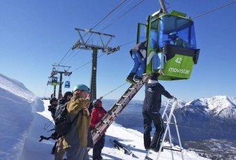 Bariloche: 250 turistas quedaron atrapados en una telecabina en el Cerro Catedral