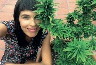 """Cannabis medicinal - Valentina Bassi: """"Te meten preso por cuatro plantas en el balcón"""""""