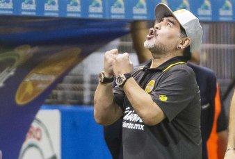 Maradona, a un paso de volver a dirigir un equipo del torneo local