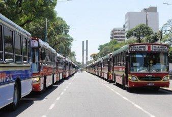 Denuncian más de 150 despidos de colectiveros en Tucumán