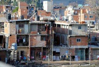 """Denuncian abuso policial en la Villa 1-11-14: """"Están parando y cacheando a nenes de 10 años"""""""