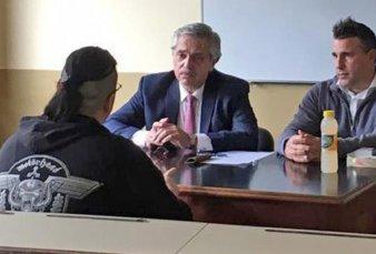 """Alberto Fernández toma exámenes en la UBA - """"Es exigente pero no tiende a que los alumnos desaprueben, sino a dar una mano"""""""