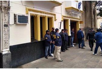 Santa Fe: denuncian a policías por pedirles dinero a narcos