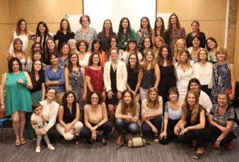 Mujeres gobernando, el grupo de WhatsApp de las funcionarias del gobierno