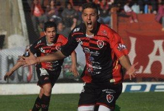 Punta Alta: los hinchas del Sporting venden rifas para retener a su jugador estrella