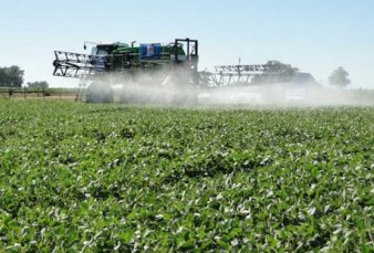 Buenos Aires apunta a mejorar la normativa sobre aplicación de agroquímicos