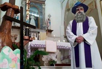 Italia: un cura transmitió una misa con los filtros activados