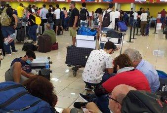Fernández anunció que el Gobierno suspendió la repatriación de argentinos