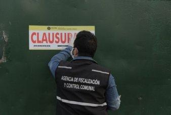 Coronavirus - Detuvieron al dueño de un frigorífico por violar una clausura: había nueve casos y un fallecido