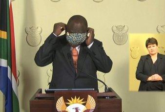 Coronavirus en Sudáfrica: el blooper del presidente con el barbijo