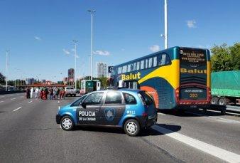 La Ciudad detuvo a un micro con 49 extranjeros que eran trasladados desde Jujuy