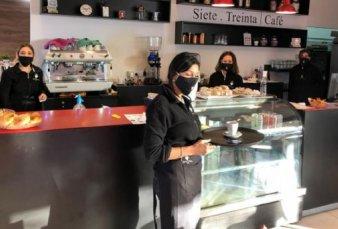 En Mendoza, los bares reabrieron con capacidad reducida y más higiene