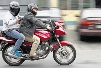 Para frenar los robos, se prohibió en Tucumán la circulación de dos personas en una moto