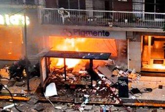 Dos jefes de bomberos murieron al explotar un comercio en Villa Crespo