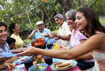 Corrientes no prohíbe las reuniones y crecen las críticas al DNU