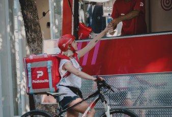 Burger King y Starbucks transferirán empleados a la empresa PedidosYa
