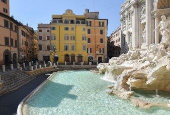 Roma agoniza, vacía de turistas y con las persianas bajas por el golpe del Covid