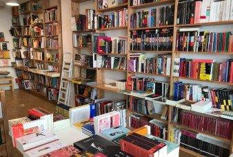 Las librerías comienzan a salir a la vereda de Corrientes