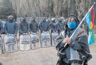 La gobernadora de Río Negro dijo que el INAI financia la ocupación de tierras