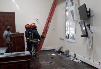Chubut: grupos antimineros atacaron la oficina del gobernador