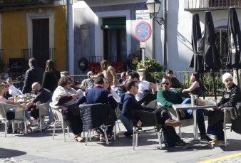 La Ciudad, desde hoy, con menos límites a las reuniones, los eventos y la gastronomía