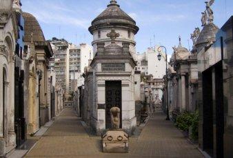 La Recoleta resiste crisis: se venden bóvedas, como reliquias, por u$s100 mil