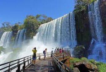 Misiones pedirá abrir frontera en Iguazú para turismo internacional