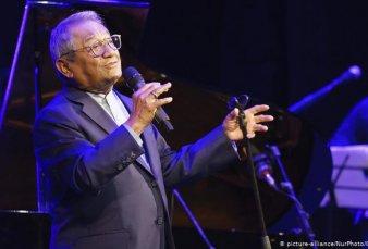"""Murió Armando Manzanero, icono de la canción romántica, conocido como """"El rey del bolero"""""""