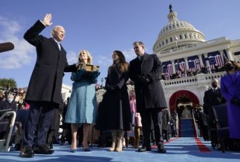 Biden asumió con un llamado a la unidad y ordenó revertir el legado divisionista de Trump