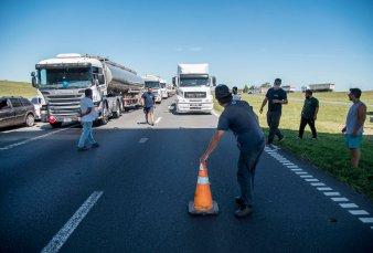 Paro del transporte: Santa Fe liberó rutas, pero la protesta sigue