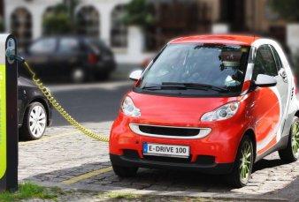 Gobierno acuerda con empresa china fabricación de autos eléctricos en el país