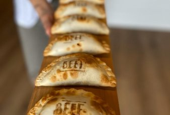 Es argentina y es furor en EE.UU. con sus empanadas
