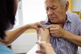 Llegaron 580.000 dosis y arranca la vacunación de los adultos mayores