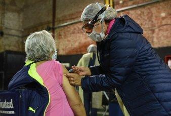 De a 5.000 por día, empezaron a vacunar a los mayores de 80 años en la Ciudad